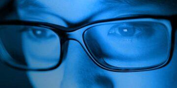 Envejecimiento digital, todo lo que debes saber sobre los efectos de la luz azul