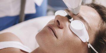 Los dermatólogos revelan sus dispositivos para tratar todas las preocupaciones de la piel, desde las arrugas hasta las manchas solares, las cicatrices del acné y la piel flácida